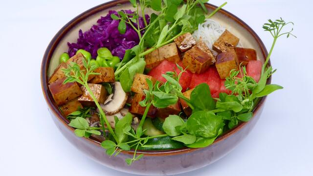 Poke bowl with tofu and Salad Pea
