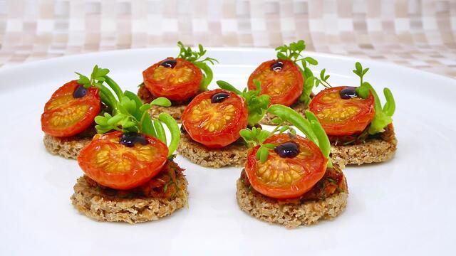 Tomate lentement rôtie et pesto