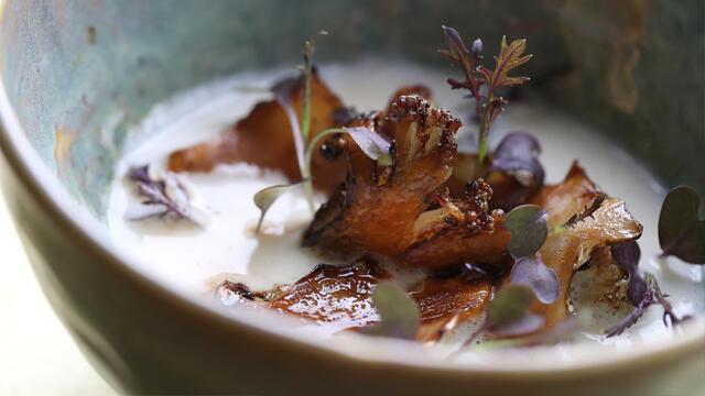 Gekarameliseerde bloemkool, schuimig soepje van bloemkool