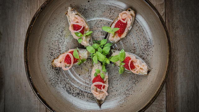 "BBQ ""oysters"" of shallot with potato, raspberry and Limon Cress"