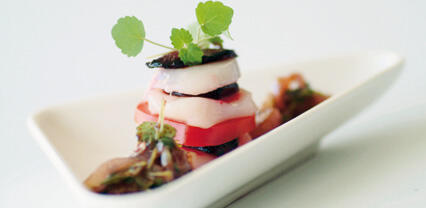 Amuse-bouches de coquilles Saint-Jacques et de mini-betteraves