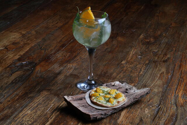 Gin Tonic and Flammkuchen