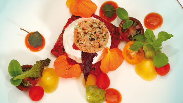 Recuit of Heezer goatmilk with Limburg tomatoes and nasturtium