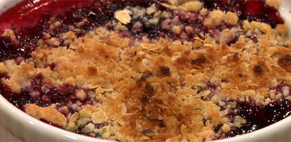 Blackberry crumble with Honny Cress