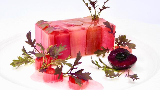 Rhubarbe et cerise pochées