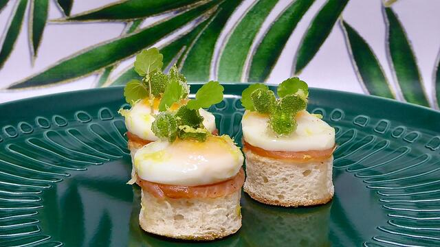 Quail egg and smoked salmon muffin