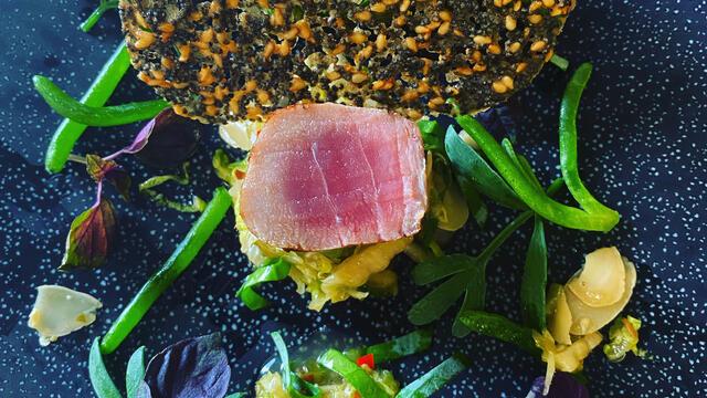 Seared peppered tuna with oriental salad