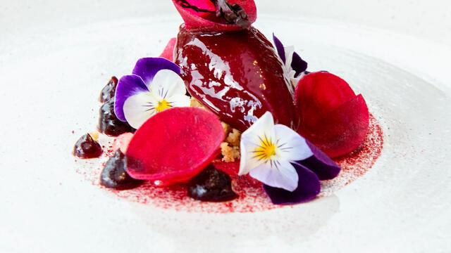 Rode biet, kersen, Yka Leaves en gezouten amandel