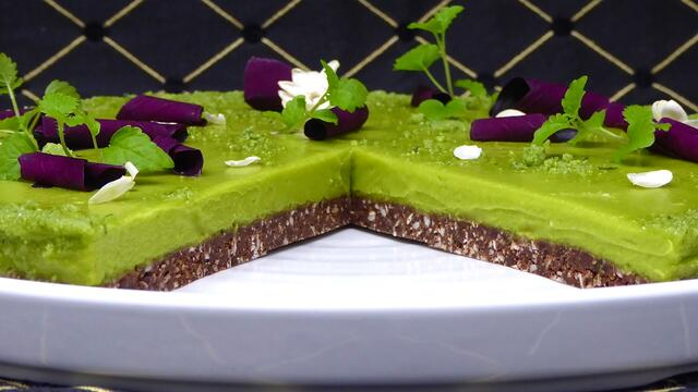 "Vegan sweet avocado ""cheesecake"" tart"