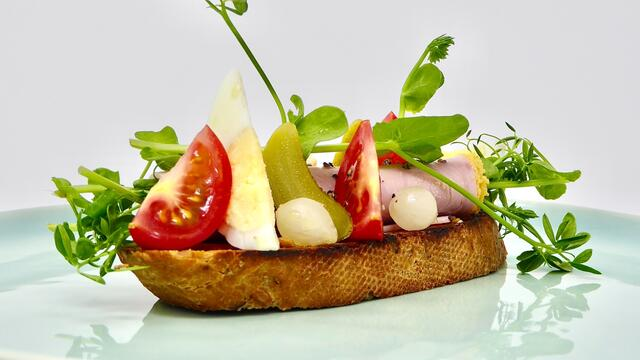 "Ham en ei ""tartine"" of ""open sandwich"""