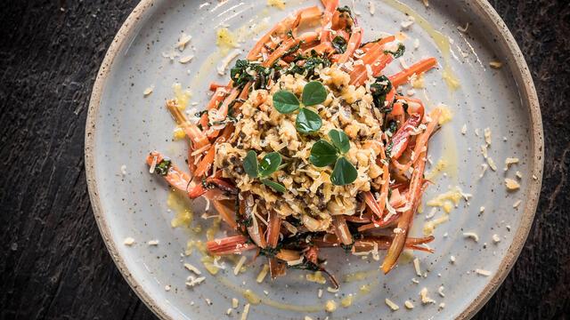 Spaghetti de blettes au shiitake, noix de cajou et Citra Leaves