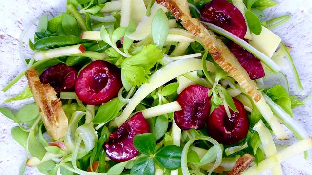 Cherry and apple salad with Comté cheese