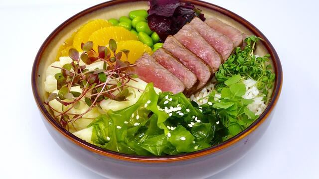 Seared beef and seaweed poke bowl
