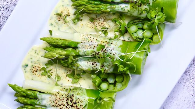 Asparagus and Mornay sauce