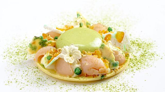 Matcha en yuzu-mousse met lychee en jasmijn