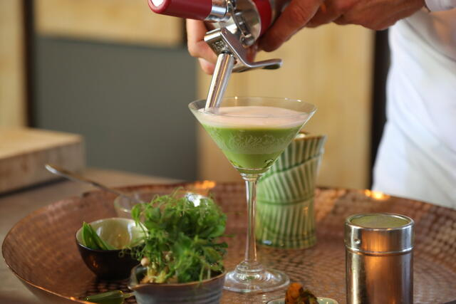 Eric tops off the Green Curry with coconut foam