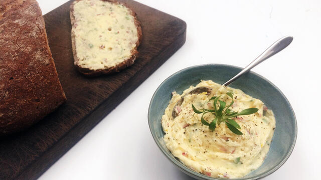 Garlic Butter with Ghoa Cress