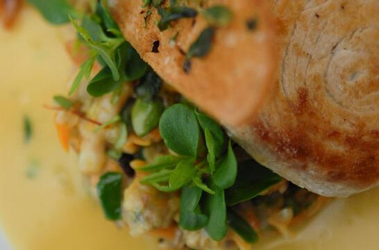 Gebraden zwaardvis met kokkels en mosselen Fricassee