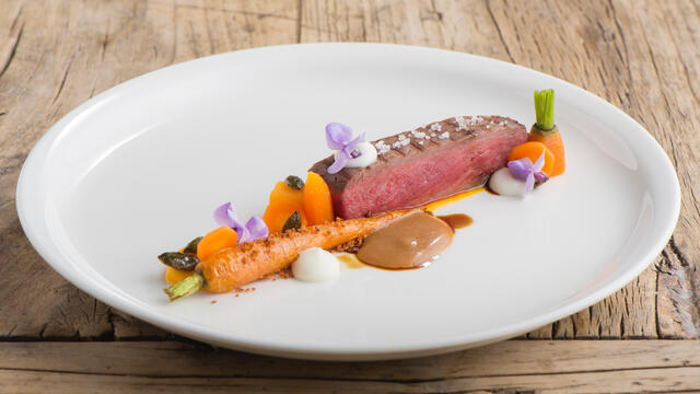 Beef steak, carrot and sour cream