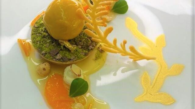 Kruidige Belgische pure chocolade, sinaasappel- en pistachenoottaart