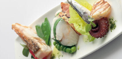 Calcarifer e halibut guarniti con tre crescioni