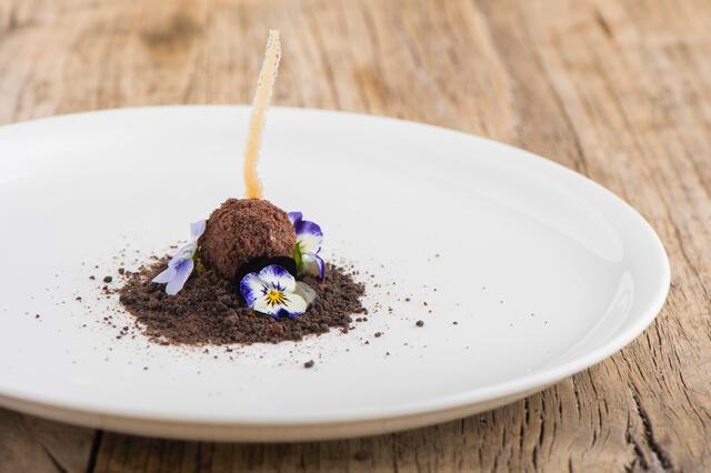 Cornabria Blossom, Atsina Cress en praline met cacaozand