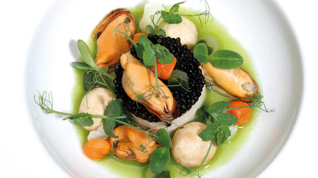 Mousse of Westland cauliflower with Zeeland mussels, vegetable pearls, caviar and a gravy of string beans