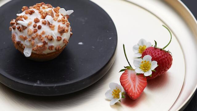 Gariguette-aardbei, jasmijn, gepoft boekweit en amandel